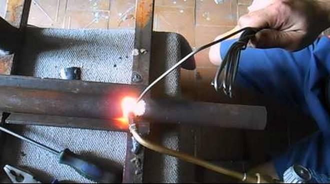 Svarka-gazom-atsetilenovaya-svarka-avtogenom